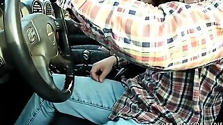 Young Latina Amateur Sucking Cock In Car